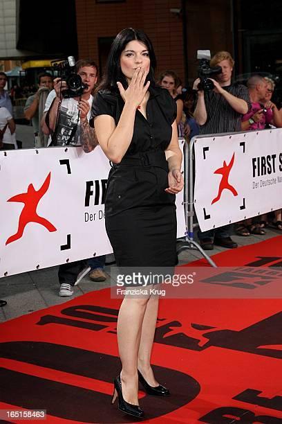 Schauspielerin Jasmin Tabatabai Bei Der Verleihung Der First Steps Awards Im Theater Am Potsdamer Platz In Berlin