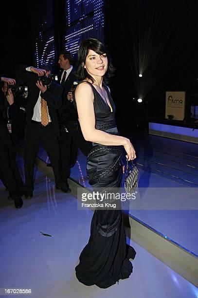 Schauspielerin Jasmin Tabatabai Mit Raffiniertem Kleid Nach Der Verleihung Des Bayerischen Filmpreis Im Prinzregententheater In München Am 130106