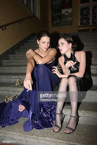 Schauspielerin Jessica Schwarz Und Anna Thalbach Nach Der Verleihung Des Bayerischen Filmpreis Im Prinzregententheater In München .