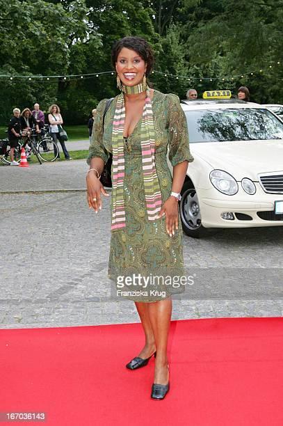 Schauspielerin Liz Baffoe Bei Der Verleihung Des Brisant Brillant Im Tipi Zelt Am Kanzleramt In Berlin Am 030905
