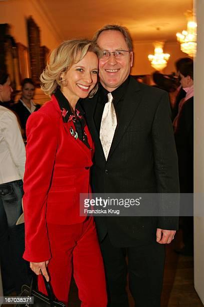 Schauspielerin Mareike Carriere Und Ehemann Dr Gerd Klement Bei Der Verleihung Des Couple Of The Year 2005 Im Hotel Louis C Jacobs Von Der...