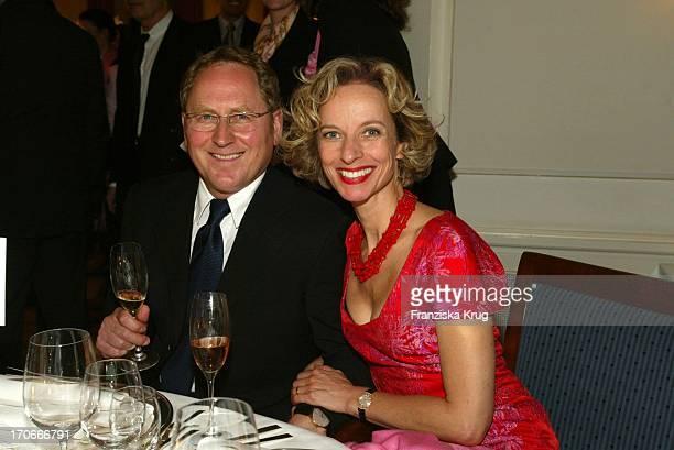 Schauspielerin Mareike Carriere Und Ehemann Gerd JKlement Bei Couple Of The Year Valentine'S Dinner Im Louis C Jacob In Hamburg Am 020204