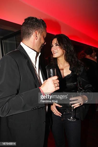 """(Schauspielerin Mariella Gräfin Von Faber Castell Und Ehemann Patrick Graf Von Faber Castell Bei Der """"Red Bear Night"""" Von Oliver_Berben Und..."""