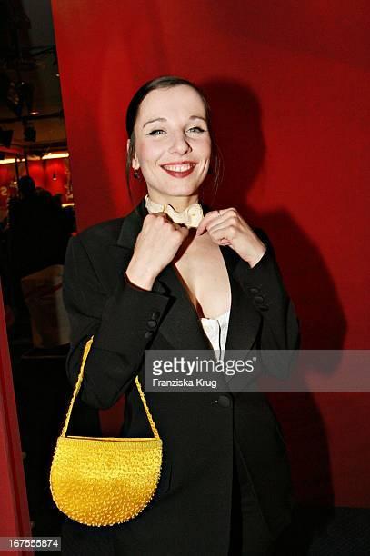 Schauspielerin Meret Becker Beim Empfang Nach Der Premiere Des Eröffnungsfilms Snow Cake Im Berlinalepalast Am 090206
