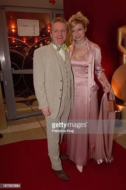 Schauspielerin Michaela Merten Mit Ehemann Pierre Franckh Bei Der Verleihung Deutscher Videopreis 2002 In München Am 310102