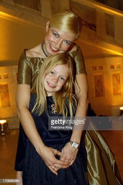 Schauspielerin Michaela Merten Mit Tochter Julia Bei Der Bmw Meisterwerke Gala Im Schloss Faber-Castell In Stein Bei Nürnberg