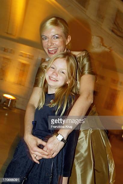 Schauspielerin Michaela Merten Mit Tochter Julia Bei Der Bmw Meisterwerke Gala Im Schloss FaberCastell In Stein Bei Nürnberg