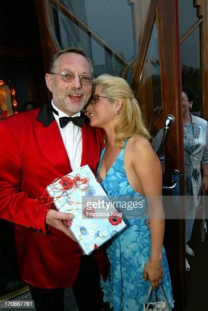 """Schauspielerin Michaela Schaffrath Alias Gina Wild Mit Hans Peter Wodarz Bei Der """"Pomp, Duck And Circumstance"""" Premiere """"Out Of Control"""" Am..."""