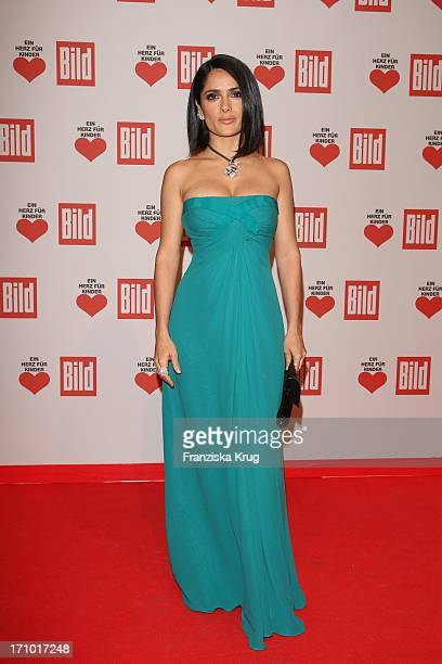 Schauspielerin Salma Hayek Bei Der Ein Herz Für Kinder Gala In Der Ullsteinhalle In Berlin Am 121209
