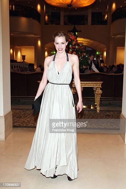 Schauspielerin Simone Hanselmann Bei Der Verleihung Des Felix Burda Award Von Der Felix Burda Stiftung Im Hotel Adlon In Berlin Am 060408