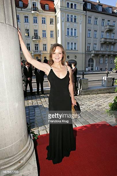 Schauspielerin Sissy Höfferer Bei Der Verleihung Des 17 Bayerischen Fernsehpreis Im Prinzregententheater In München Am 030605