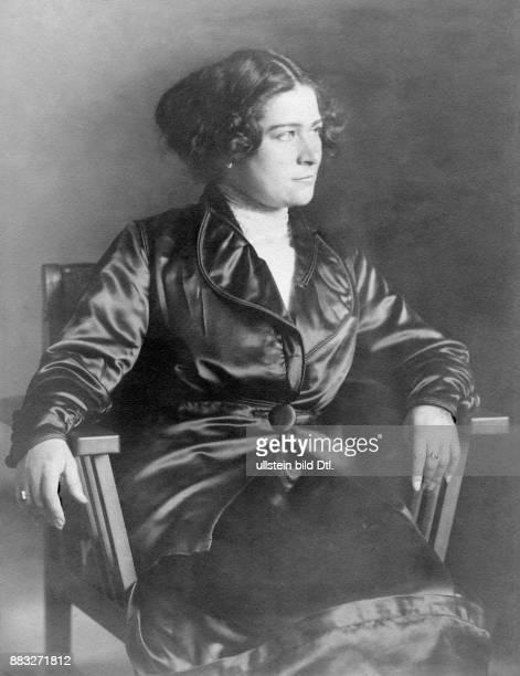 Schauspielerin Sängerin Österreich Ehename Ernestine Hollitzer bekannt als Tini oder Tiny Senders Ehrenmitglied des Wiener Burgtheaters ausgezeichnet...
