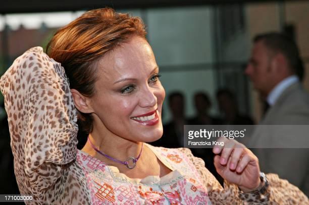 Schauspielerin Sonja Kirchberger Bei Der Love Helps Charity Gala Zugunsten Dunkelziffer EV Im Hotel East In Hamburg Am 070506