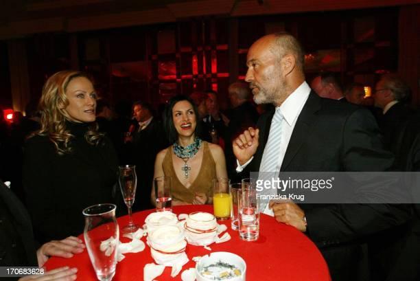 Schauspielerin Sonja Kirchberger Schauspieler Heiner Lauterbach Mit Ehefrau Viktoria Beim Empfang 30 Jahre Ziegler Film In Berlin