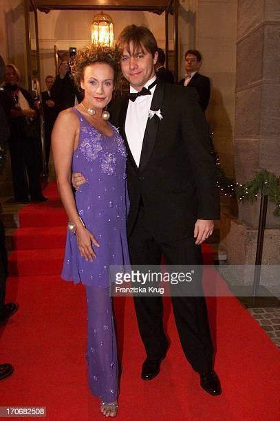 Schauspielerin Sonja Kirchberger Und Freund Klaus Eggenfellner Bei Der Bmw Weihnachtsgala In Nürnberg