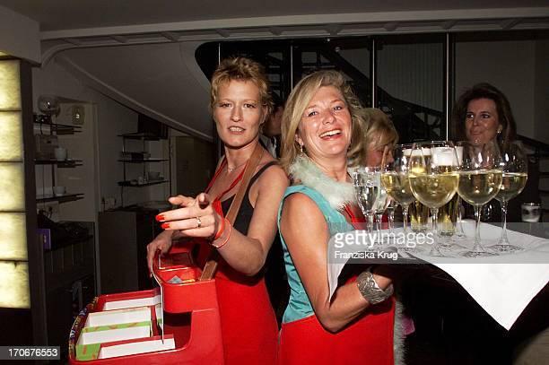 Schauspielerin Suzanne Von Borsody Jutta Speidel Beim Promi Kochen Für Unicef Im Restaurant Lenbach In München Am 200501