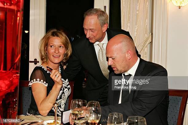 Schauspielerin Suzanne Von Borsody Mit Freund Jens Schniedenharn Und Lutz Bethge Bei Der Verleihung Des Couple Of The Year 2005 Im Hotel Louis C...