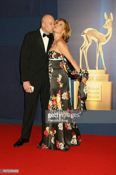 Schauspielerin Suzanne Von Borsody Und Freund Jens Schniedenharn Bei Der 57 Bambi Verleihung Im Internationalen Congress Centrum München Am 011205