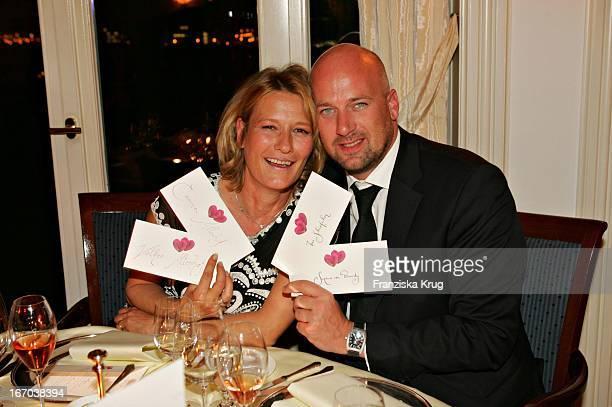 """(Schauspielerin Suzanne Von Borsody Und Freund Jens Schniedenharn Bei Der Verleihung Des """"Couple Of The Year 2005"""" Im Hotel Louis C. Jacobs Von Der..."""