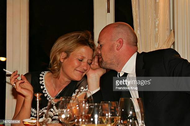 Schauspielerin Suzanne Von Borsody Und Freund Jens Schniedenharn Bei Der Verleihung Des Couple Of The Year 2005 Im Hotel Louis C Jacobs Von Der...