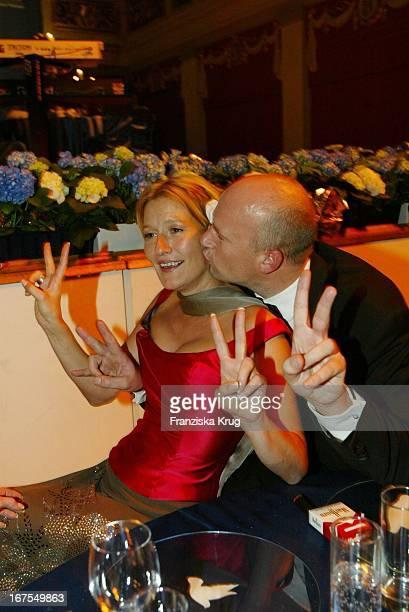 Schauspielerin Suzanne Von Borsody Und Freund Jens Schniedenharn Bei Der Benefiz Veranstaltung Cinema For Peace Im Konzerthaus Am Rande Der Berlinale
