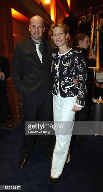 Schauspielerin Suzanne Von Borsody Und Freund Jens Schniedenharn Bei Der Premiere Von Cold Mountain Im Rahmen Der 54 Berlinale