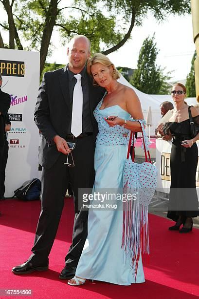 Schauspielerin Suzanne Von Borsody Und Freund Jens Schniedenharn Bei Der Verleihung Des Deutschen Filmpreis Im Berliner Tempodrom
