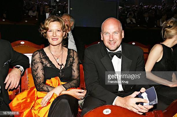 """Schauspielerin Suzanne Von Borsody Und Freund Jens Schniedenharn Bei Der Verleihung Des """"Bayerischen Fernsehpreises"""" Im Prinzregententheater In..."""