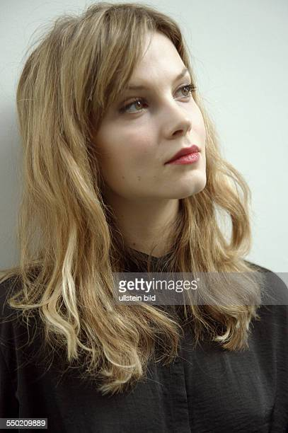 Schauspielerin Sylvia Hoeks anässlich des Photocalls zur Verleihung des Shooting Star Award während der 61 Internationalen Filmfestspiele in Berlin