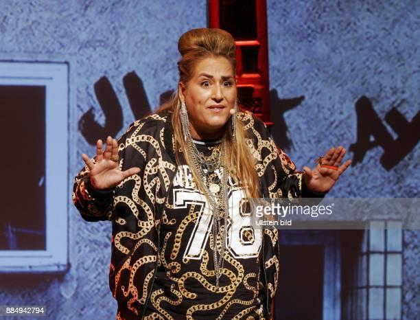 Schauspielerin und Kabarettistin Idil Baydar alias Jilet Ayse alias Gerda Grieschke aufgenommen bei ihrer Show Deutschland wir müssen reden in der...