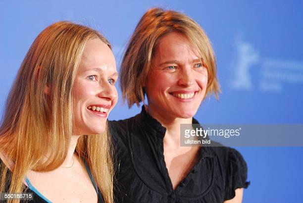 Schauspielerinnen Anja Schneider und Karoline Eichborn während der Präsentation des Film FERIEN auf den 57 Internationalen Filmfestspielen in Berlin