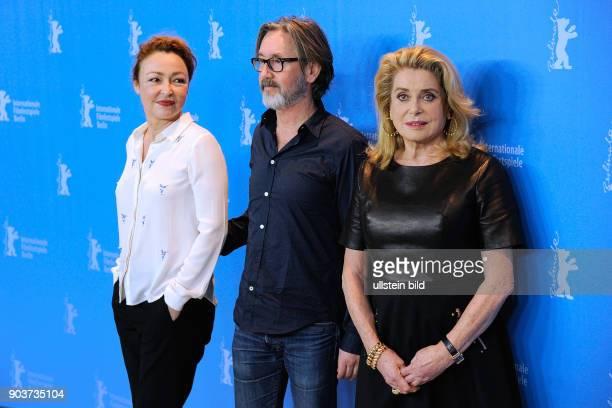 Schauspielerinnen Catherine Deneuve Catherine Frot und Regisseur Martin Provost während des Photo Calls zum Film SAGE FEMME THE MIDWIFE anlässlich...