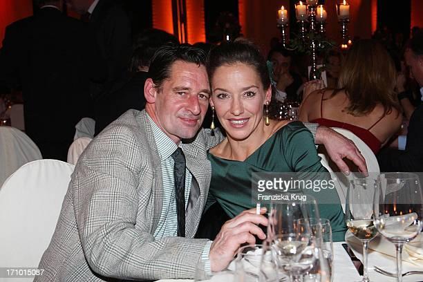 Schauspielerpaar Max Tidof Und Lisa Seitz Bei Der Fundraising Gala Zugunsten Der Mcdonald'S Kinderhilfe In Der Zenithalle In München Am 241107