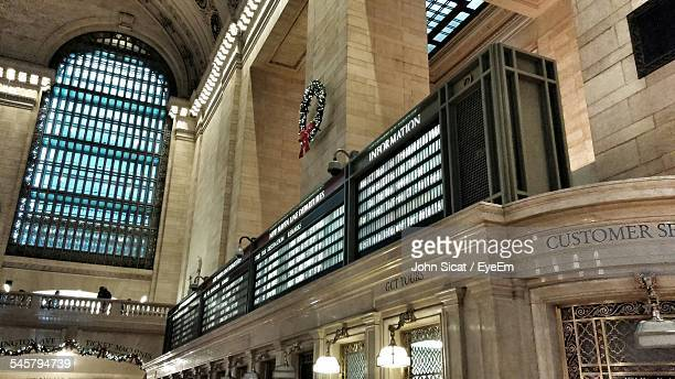 schedule board in grand central station - grand central station manhattan stock pictures, royalty-free photos & images