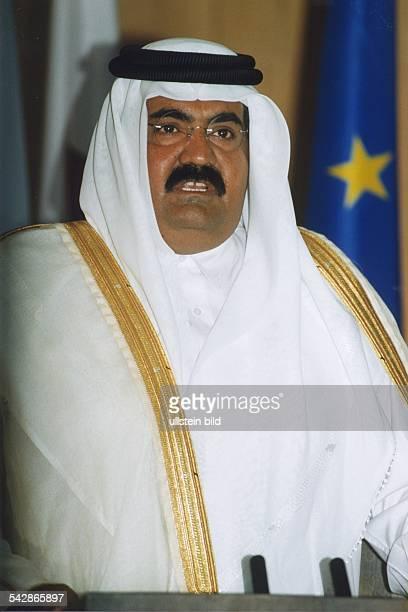 Scheich Hamad bin Khalifa al Thani Emir von Katar in arabischer Kleidung