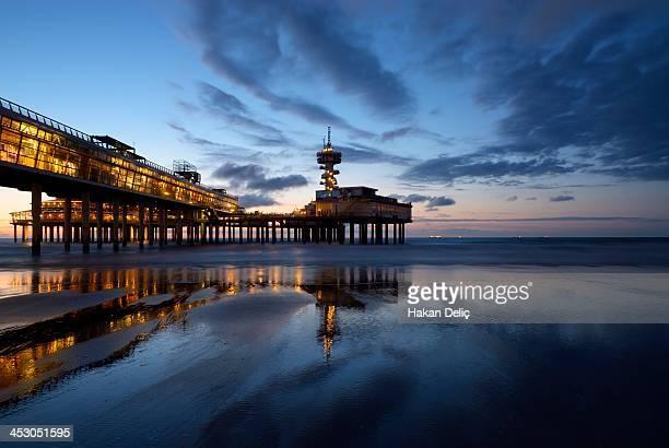 scheveningse pier - den haag stock-fotos und bilder