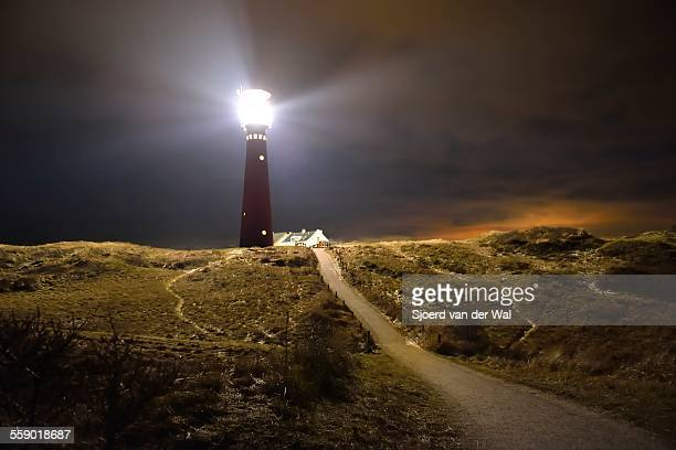 schiermonnikoog isle lighthouse at night - nacht stock pictures, royalty-free photos & images