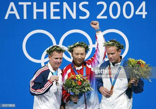 Schiessen Olympische Spiele Athen 2004 Athen Kleinkaliber Standardgewehr Dreistellungskampf 50m / Maenner / Siegerehrung Silber Michael ANTI / USA...