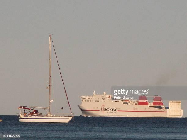 Schiff 'acciona' und SegelBoot Talamanca Insel Ibiza Balearen Spanien Europa Mittelmeer Reise AS DIG PNr 663/2010 Foto PBischoff Jegliche FotoNutzung...