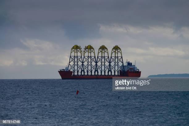 Schiff Windrotoren Fundamente Ruegen MecklenburgVorpommern Deutschland