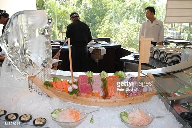 Schiffchen mit FischGerichten Buffet Restaurant vom OrientalHotel Bangkok Thailand Speisen Essen Eis Luxus edel Reise