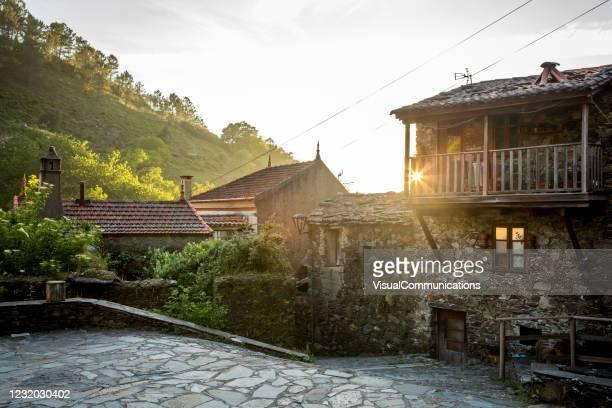 schist village in central portugal. - cena não urbana imagens e fotografias de stock