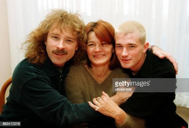 Schlagersänger Sänger D mit Ehefrau und Managerin Rosie Remling und Sohn Achim