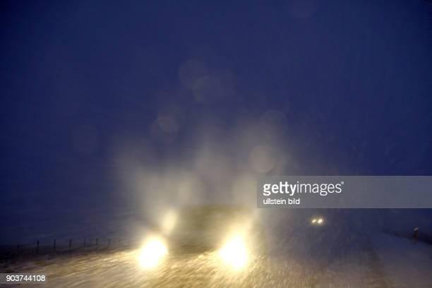 Schlechte Sicht bei einem Schneesturm auf der Ringstrasse 1 zwischen Borgarnes und Reykjavik