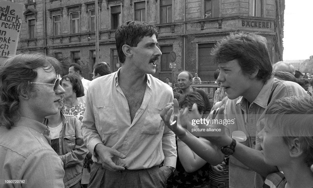 Schüler, Eltern und Lehrer protestieren Ende Juni 1990 in