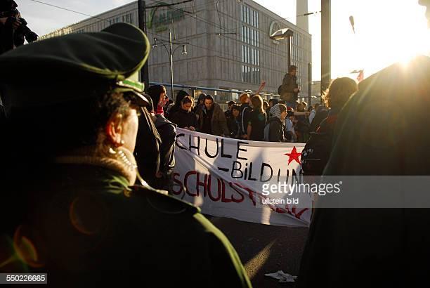 Schüler protestieren für bessere Bildung in Berlin