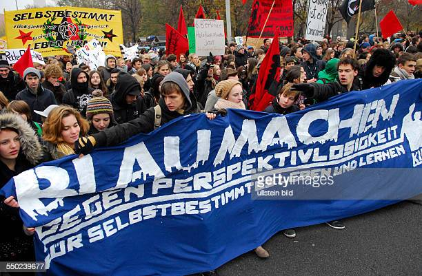 BILDUNGSSTREIK Schüler und Studenten demonstrieren in Berlin für eine bessere Bildung