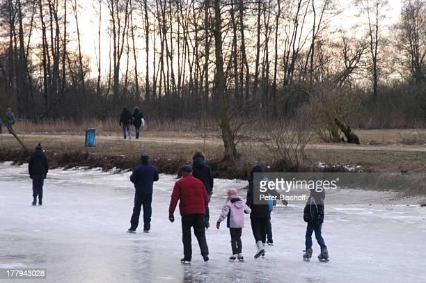 """Schlittschuhläufer auf zugefrorenem Fluss """"Hamme"""", Neu Helgoland, Worpswede , Teufelsmoor, Niedersachsen, Deutschland, Europa, Künstlerkolonie,..."""