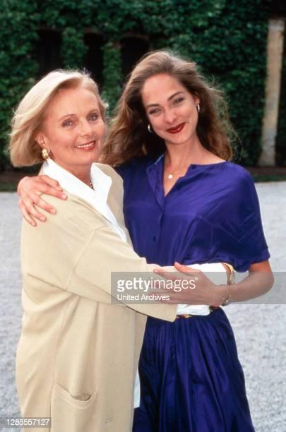 Schloß Hohenstein - Irrwege zum Glück, Fernsehserie, Deutschland 1992 - 1995, Darsteller: Ruth Maria Kubitschek, Sophie von Kessel.