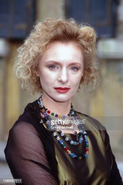 Schloß Hohenstein Irrwege zum Glück Fernsehserie Deutschland 1992 1995 Darsteller Marita Marschall